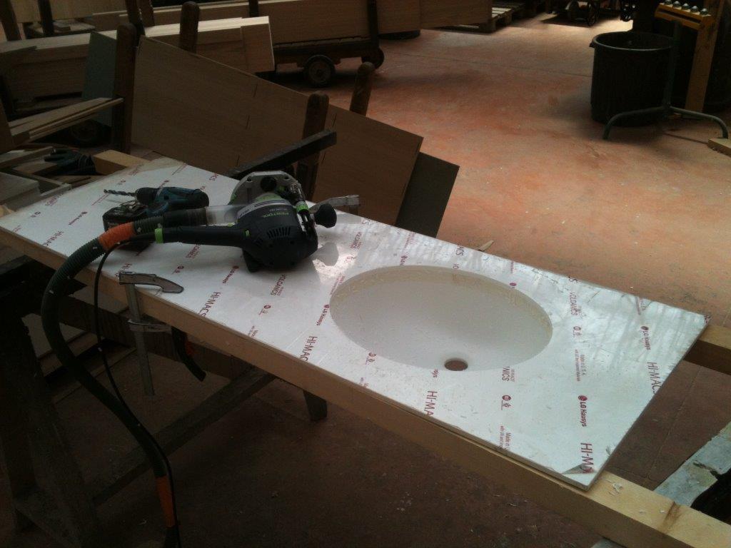 meuble salle de bain sur mesure chene et corian design. Black Bedroom Furniture Sets. Home Design Ideas