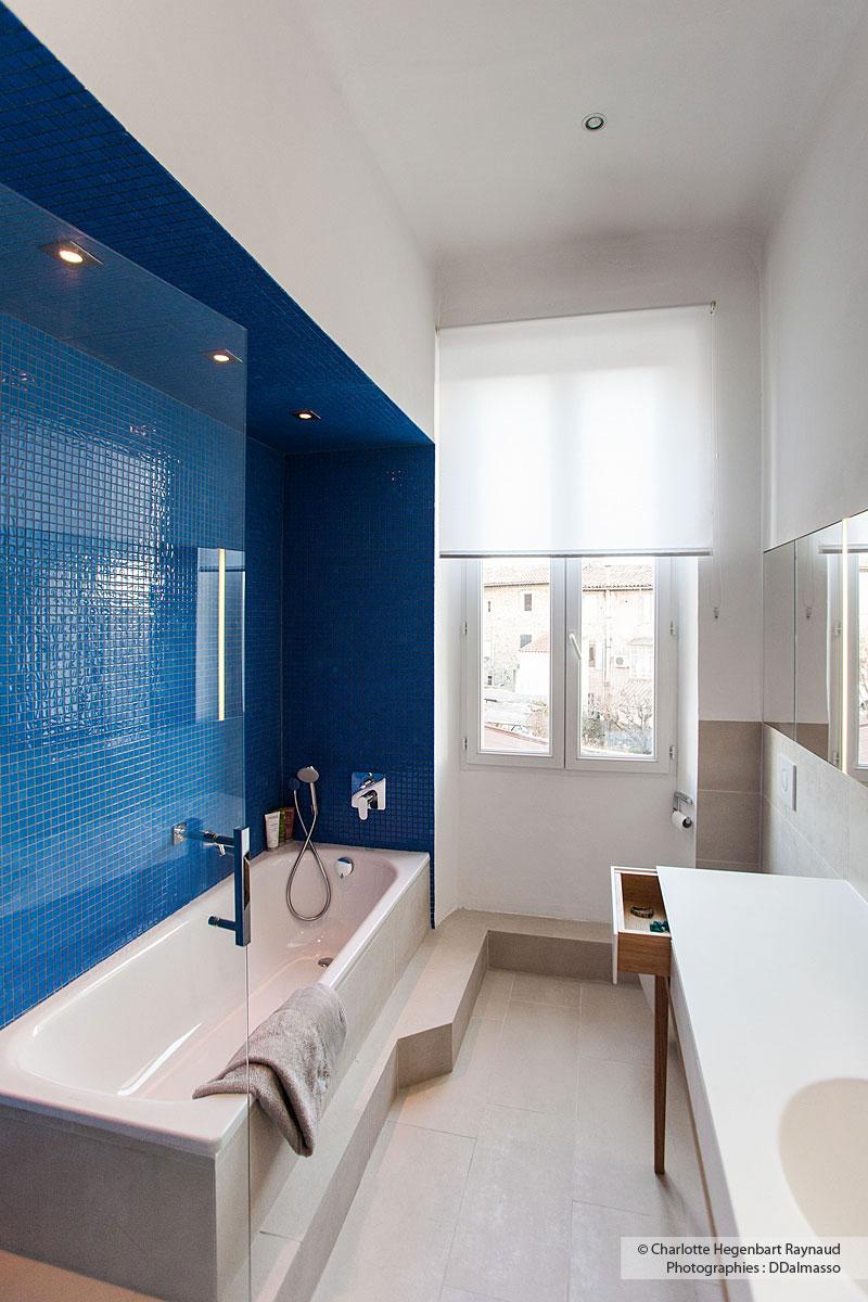 revetement baignoire baignoire acrylique avec tablier en bois massif carrelage sol blanc neige. Black Bedroom Furniture Sets. Home Design Ideas
