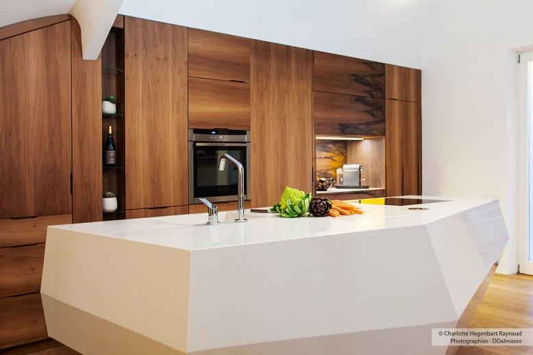 Cuisine-sur-mesure-noyer-corian-design-Hegenbart-Raynaud-aix-en-provence12